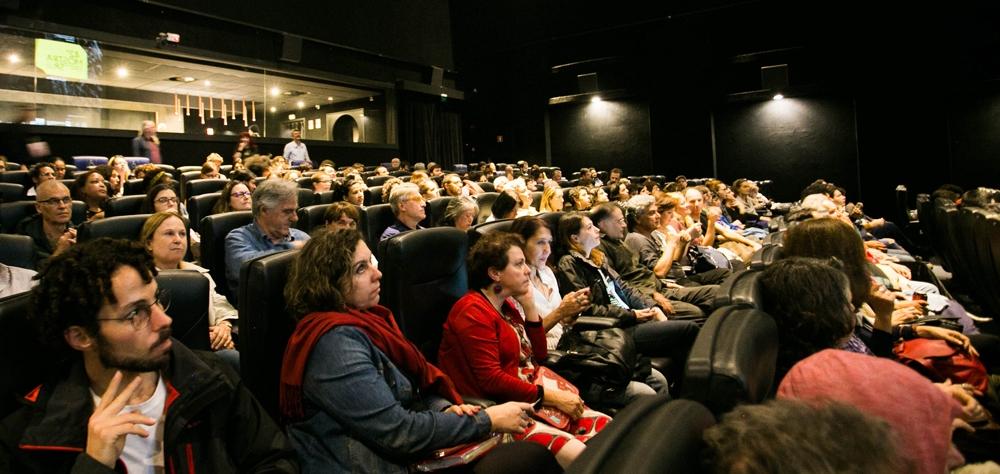 Domingo na Mostra tem sessão com acessibilidade, filmes seguidos de debates e depoimento de Maria Flor