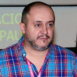 """Roberto Castón """"Os Tontos e os Estúpidos"""""""