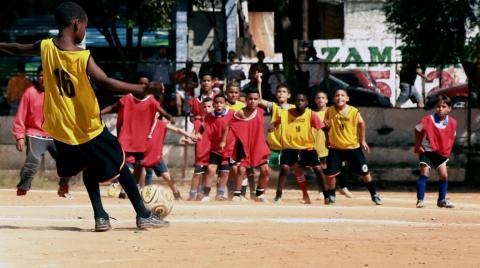 Pelada, Slum Soccer