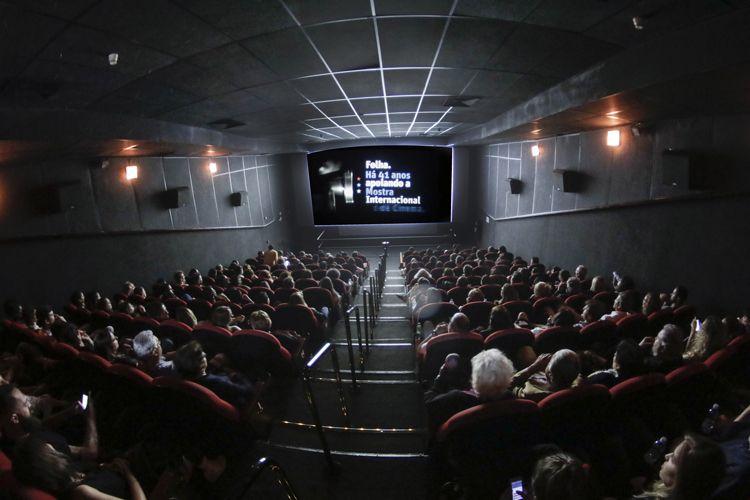 Reserva Cultural 2 / Público na sessão do filme Yoga Arquitetura da Paz, de Heitor Dhalia