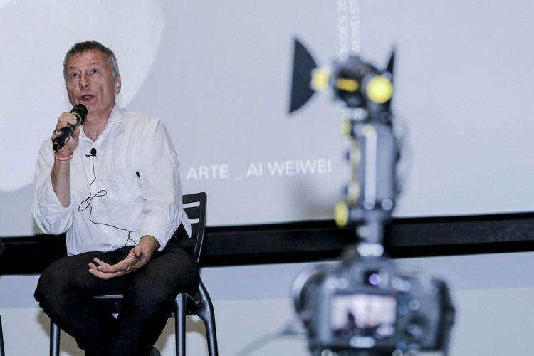 Cinesesc / Milcho Manchevski, diretor de Bikini Moon, em debate com o público após a sessão de seu longa-metragem, em conjunto com a exibição de seu curta O Fim do Tempo