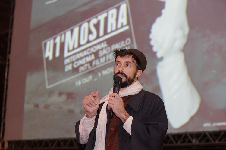 Vão Livre do Masp / Vincent Moon, diretor, apresenta a sessão de seu filme Híbridos, os Espíritos do Brasil