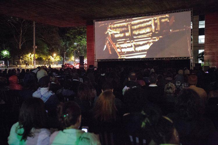 Vão Livre do Masp / Projeção do filme Híbridos, os Espíritos do Brasil, de Priscilla Telmon  e Vincent Moon