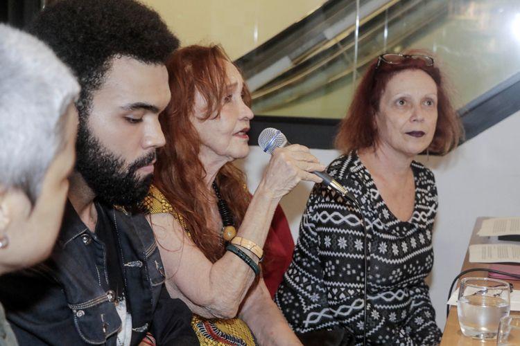 Livraria Blooks – Lançamento do livro Documentário Brasileiro - 100 Filmes Essenciais, organizado por Paulo Henrique Silva, da Abraccine / A atriz e diretora Helena Ignez fala com o público