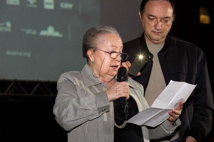 Vão Livre do Masp / Exibição do filme O Homem Nu, de Roberto Santos / Marília Santos, viúva do diretor, presente na sessão
