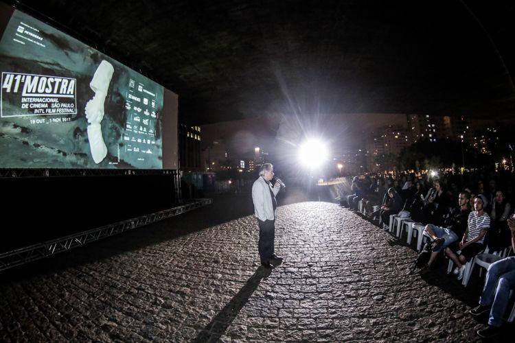 Vão Livre do Masp / Exibição do filme Eles Não Usam Black Tie (de Leon Hirzsman, vencedor do Prêmio Especial do Júri no Festival de Veneza em 1981) / Lauro Escorel, cineasta e diretor de fotografia de Eles Não Usam Black Tie, presente na sessão do filme