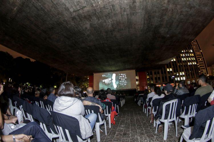 Vão Livre do Masp / Exibição do filme Eles Não Usam Black Tie (de Leon Hirzsman, vencedor do Prêmio Especial do Júri no Festival de Veneza em 1981)