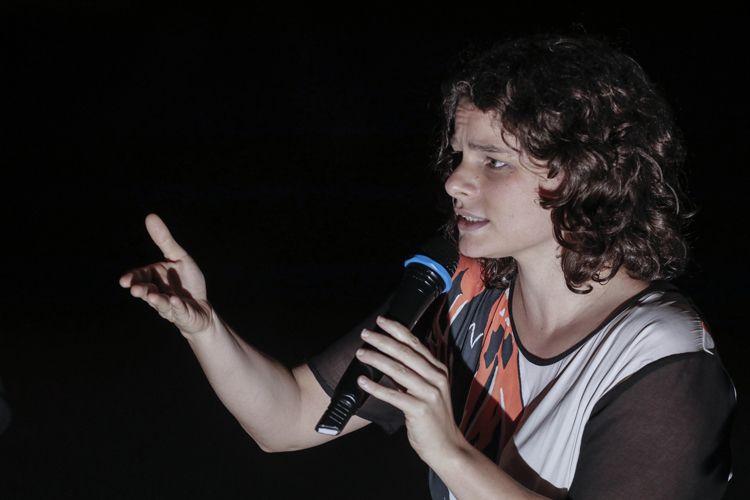 Cinesala / Julia Murat, diretora do filme Operações de Garantia da Lei e da Ordem, conversa com o público antes da sessão