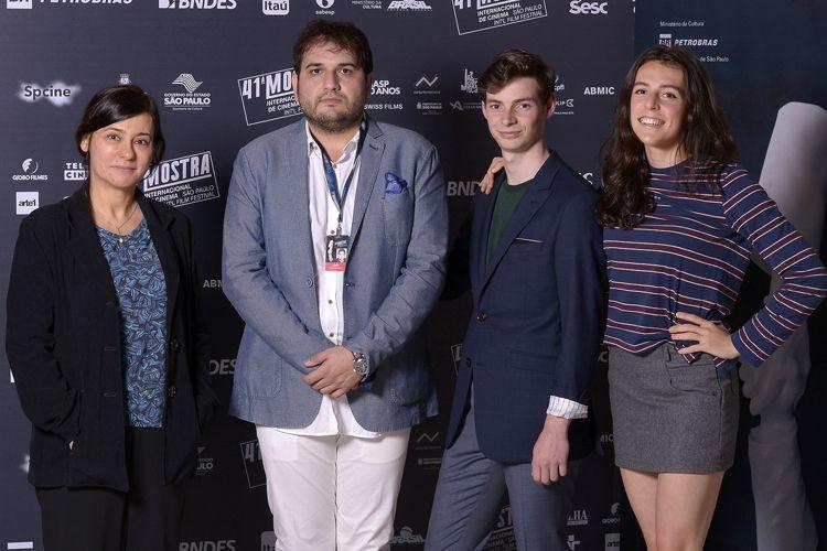 Renata de Almeida (diretora da Mostra), Reza Dormishian (diretor do filme Cadeiras Brancas) e os atores Matthew Joils, e Emily Hurley