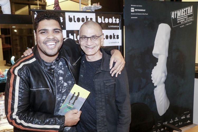 Livraria Blooks / Lançamento do livro As Paixões da Narrativa: a Construção do Roteiro de Cinema, de Hermes Leal / Hermes Leal e o ator Paulo Vieira