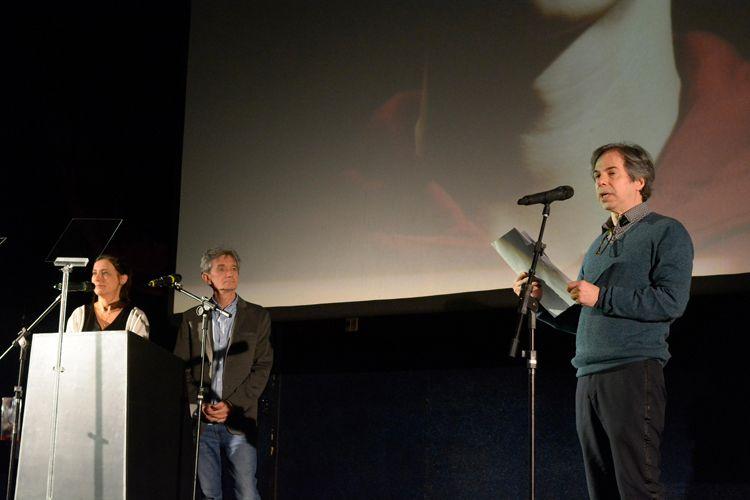 Cinearte 1 / O jornalista Orlando Margarido apresenta o Prêmio da Abraccine de Melhor Filme Brasileiro de Diretor Estreante para o filme Yonlu, de Hique Montanari