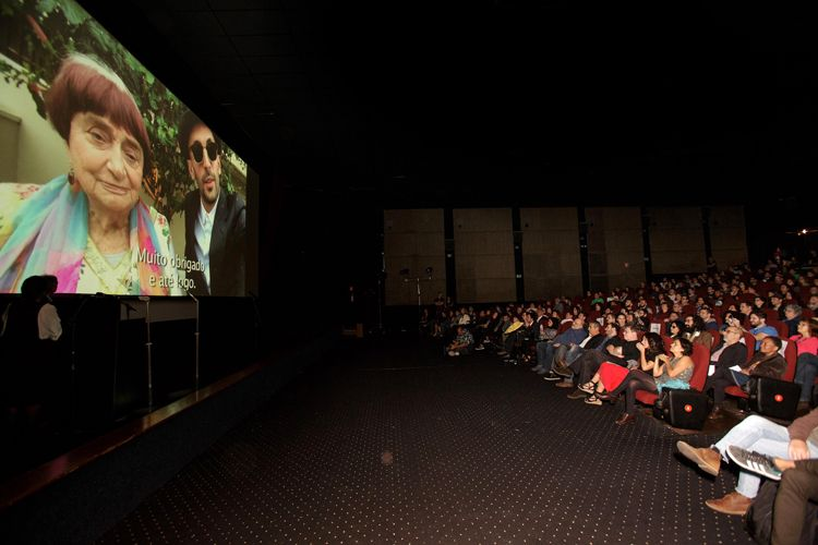Cinearte 1 / Prêmio do Público de Melhor Documentário Internacional para o filme Visages, Villages, de Agnès Varda e JR (França). Por vídeo, os diretores falam com o público