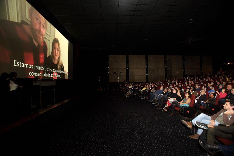 Cinearte 1 / O Troféu Bandeira Paulista, Prêmio do Público de Melhor Ficção Internacional é para o filme Com Amor, Van Gogh, de Dorota Kobiela e Hugh Welchman (Polônia, Reino Unido). Por vídeo, os diretores falam com o público