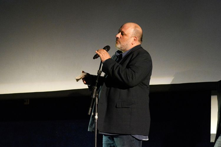 Cinearte 1 / Jurado da 41ª Mostra, Eran Riklis (diretor e roteirista israelense), anuncia o Prêmio do Júri para Melhor Filme na Competição Novos Diretores para o filme O Pacto de Adriana, de Lissette Orozco (Chile)