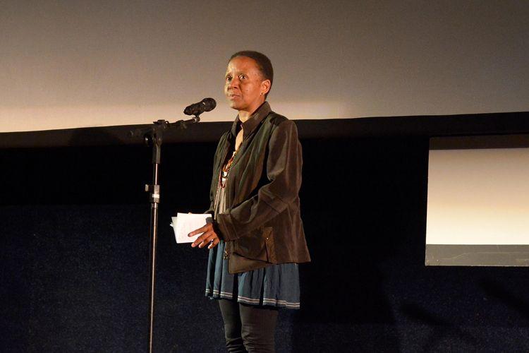 Cinearte 1 / A montadora Cristina Amaral anuncia o Prêmio Petrobras de Cinema para o Melhor Documentário Brasileiro que foi dado ao filme Em Nome da América, de Fernando Weller