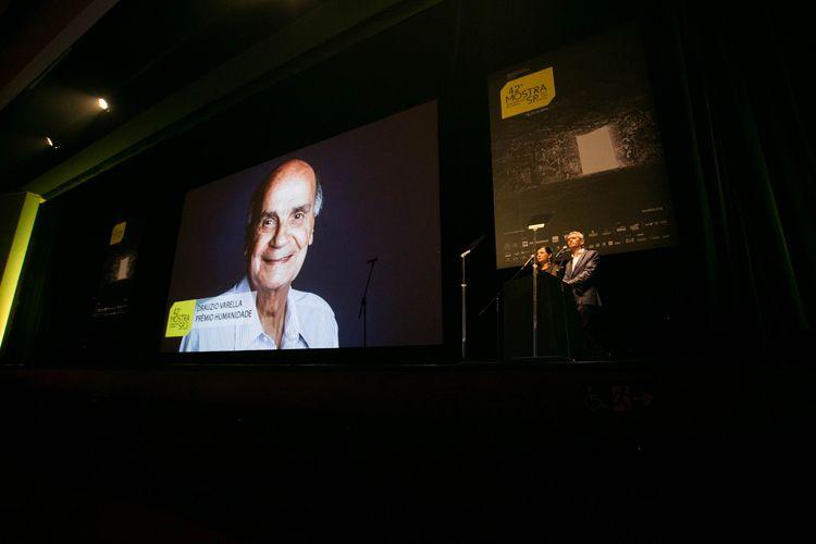 Auditório Ibirapuera /42ª Mostra Internacional de Cinema/São Paulo Int`l Film Festival - Cerimônia de Abertura - Tela: Drauzio Varella, Prêmio Humanidade