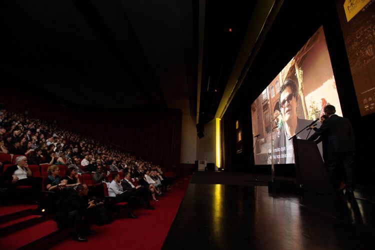 Auditório Ibirapuera /42ª Mostra Internacional de Cinema/São Paulo Int`l Film Festival - Cerimônia de Abertura  -Tela: Jafar Panahi, Prêmio Leon Cakoff