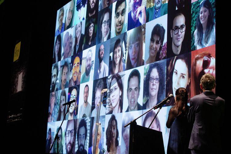 Auditório Ibirapuera /42ª Mostra Internacional de Cinema/São Paulo Int`l Film Festival - Cerimônia de Abertura - Serginho Groisman e Renata de Almeida. Tela: equipe Mostra