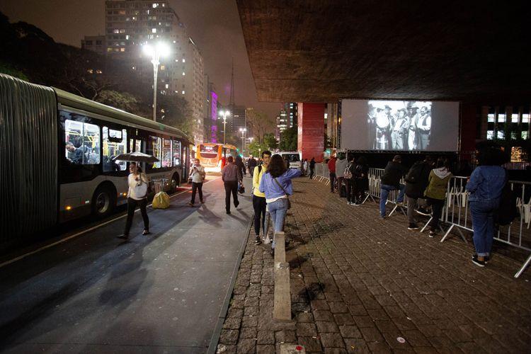 Vão livre do MASP/ 42ª Mostra Internacional de Cinema/São Paulo Int`l Film Festival -  Exibição do filme Matar ou Correr, de Carlos Manga