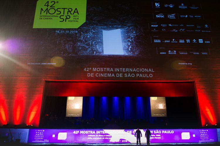 Auditório Ibirapuera - Área Externa/ 42ª Mostra Internacional de Cinema/São Paulo Int`l Film Festival - Exibição do filme A Caixa de Pandora com acompanhamento musical da Orquestra Jazz Sinfônica
