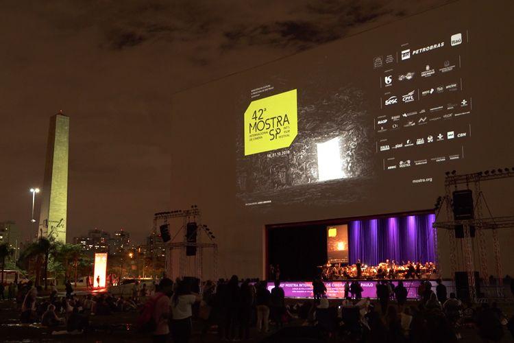 Auditório Ibirapuera - Área Externa/ 42ª Mostra Internacional de Cinema/São Paulo Int`l Film Festival - Exibição do filme A Caixa de Pandora com acompanhamento musical da Orquestra Jazz Sinfônica  - Renata de Almeida