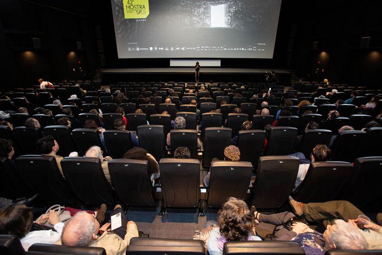 Cinesesc/ 42ª Mostra Internacional de Cinema/São Paulo Int`l Film Festival -  Apresentação do filme THF: Aeroporto Central com a produtora Diane Maia