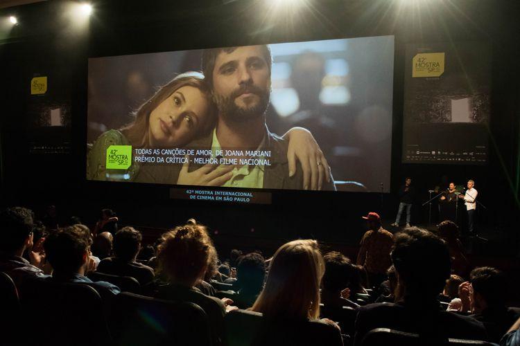 Auditorio Ibirapuera/ 42ª Mostra Internacional de Cinema/São Paulo Int`l Film Festival - Cerimônia de Premiação e Encerramento - Na tela: Todas as Canções de Amor, filme vencedor do Prêmio da Crítica de Melhor Filme Nacional