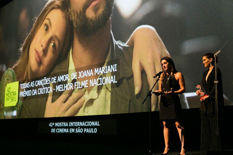 Autditorio Ibirapuera/ 42ª Mostra Internacional de Cinema/São Paulo Int`l Film Festival - Cerimônia de Encerramento - Diane Maia, produtora, e Joana Mariani, diretora, recebem o prêmio da Crítica pelo filme Todas as Canções de Amor