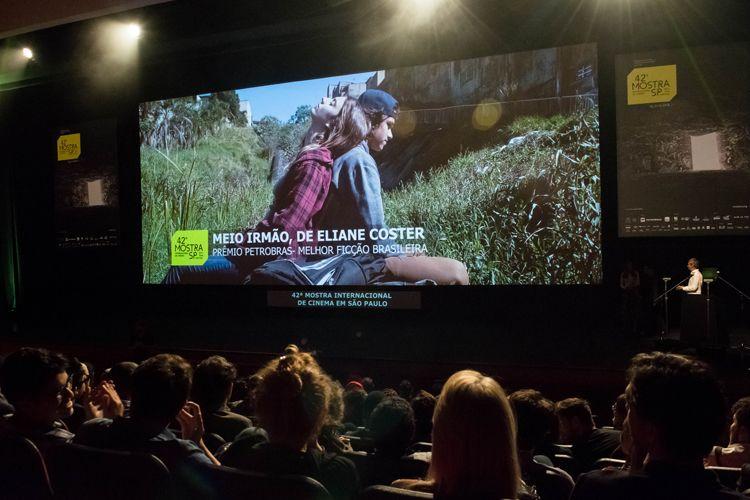 Auditorio Ibirapuera/ 42ª Mostra Internacional de Cinema/São Paulo Int`l Film Festival - Cerimônia de Premiação e Encerramento - Na tela: Meio Irmão, filme vencedor do Prêmio Petrobras de Melhor Ficção Brasileira