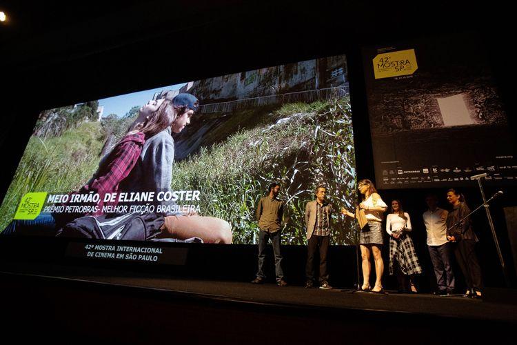 Auditorio Ibirapuera/ 42ª Mostra Internacional de Cinema/São Paulo Int`l Film Festival - Cerimônia de Premiação e Encerramento - Eliane Coster recebe o Prêmio Petrobras de Melhor Ficção Brasileira pelo filme Meio Irmão