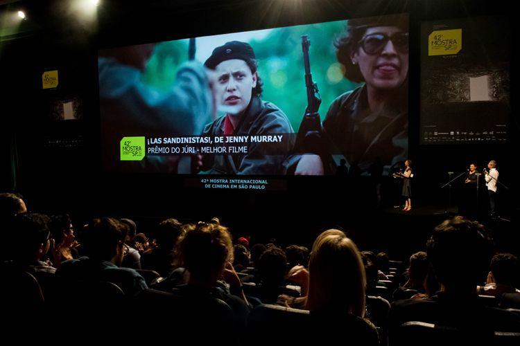 Auditorio Ibirapuera/ 42ª Mostra Internacional de Cinema/São Paulo Int`l Film Festival - Cerimônia de Premiação e Encerramento - Na tela: ¡Las Sandinistas!, filme vencedor do Prêmio do Júri de Melhor Filme